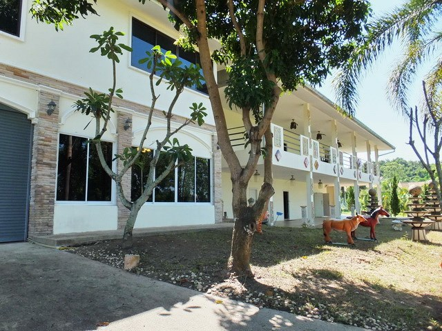 Golf Resort for sale Pattaya area - Commercial - Pattaya -